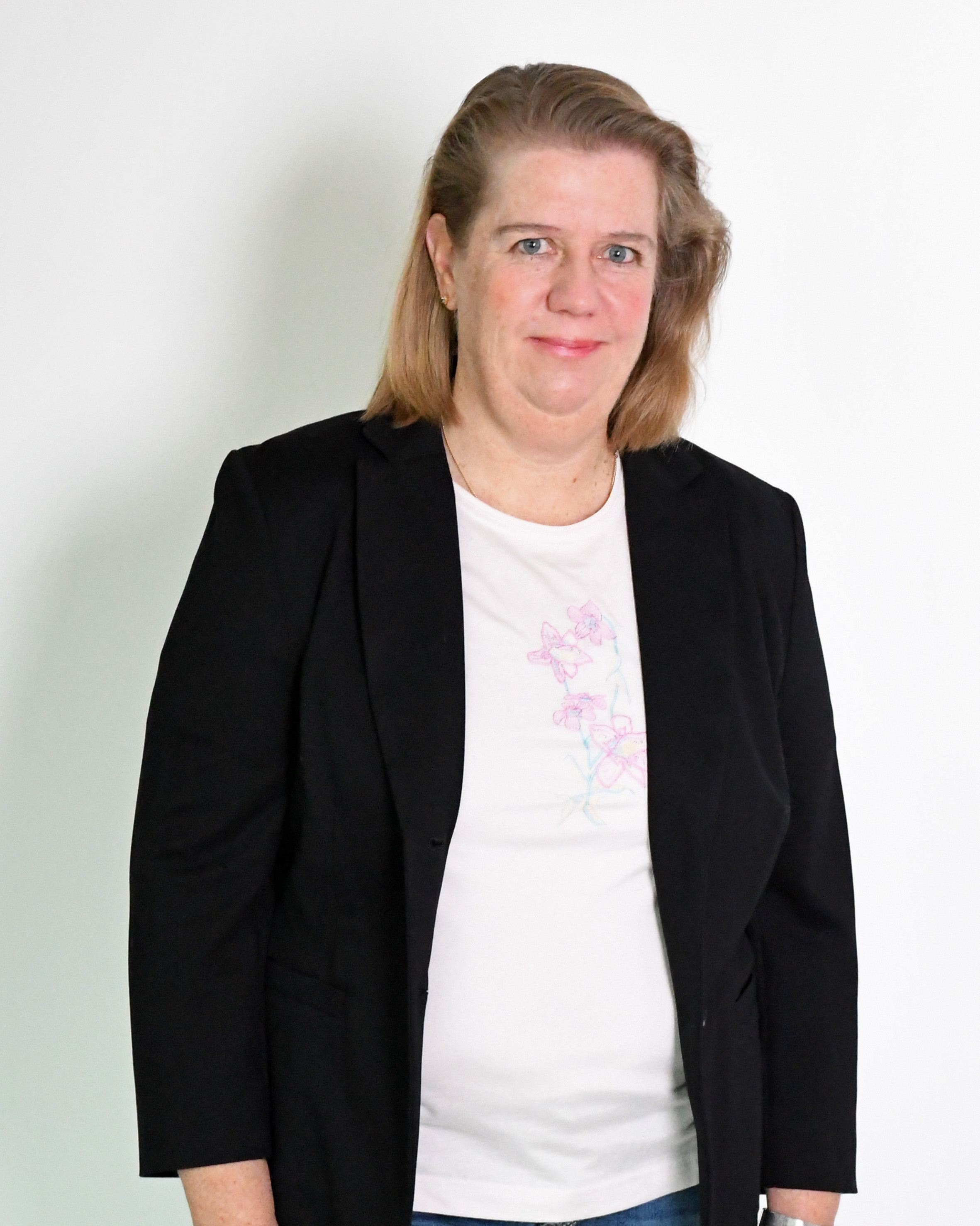 Britta Hillebrand ist Diplom-Ingenieurin und seit 2012 im Unternehmen. Sie bleibt bodenständig, aber denkt in großen Dimensionen: Sie wird schwach bei einfachen Spaghetti mit Gorgonzolasoße, aber Ihr Traum-Reiseziel ist ein Land mit 3 Zeitzonen, 10 Ländergrenzen und dem wasserreichsten Fluss der Erde – Brasilien.
